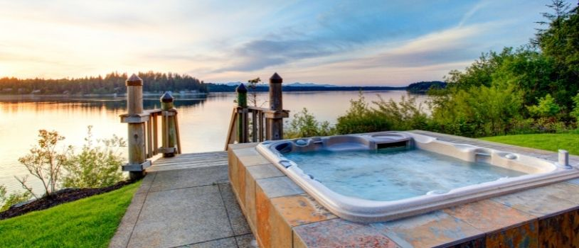 How to Balance Chlorine Levels in a Hot Tub